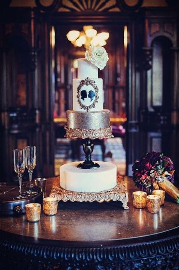 English gold wedding cakes