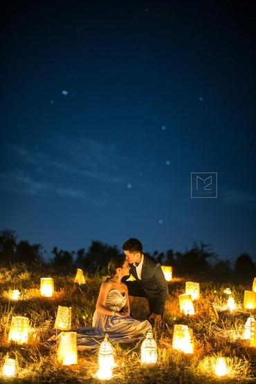 Outdoor summer wedding photo session decor