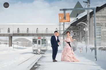 Outdoor winter pink long wedding dresses