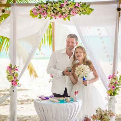 Beach green wedding ceremony decor