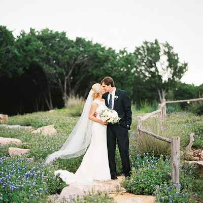 Outdoor spring white wedding photo session ideas