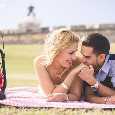 Outdoor red photo session decor