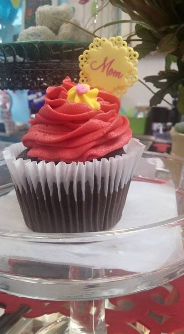 Red wedding cupcakes