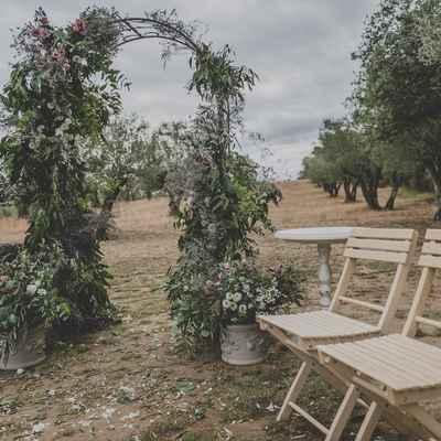 Green outdoor wedding ceremony decor