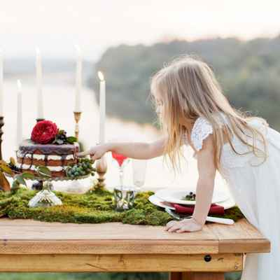 Outdoor white wedding cakes