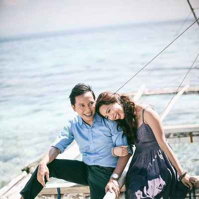 Beach blue wedding photo session ideas