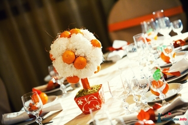 Fruit white wedding floral decor