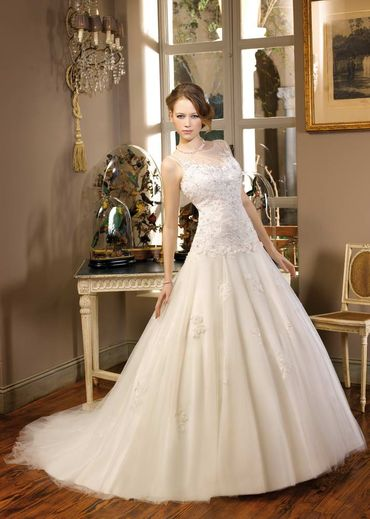 Ivory ball gown wedding dresses