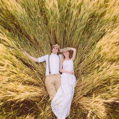 Rustic summer engagement