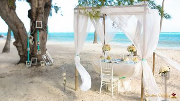 Beach blue wedding reception decor