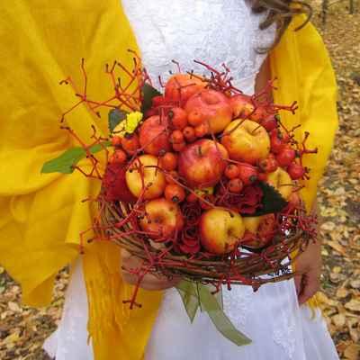 Autumn red alternative wedding bouquet