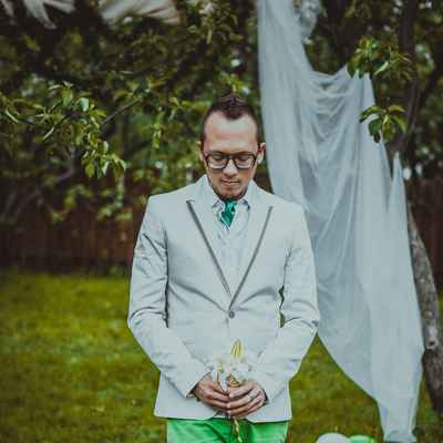 Green groom style