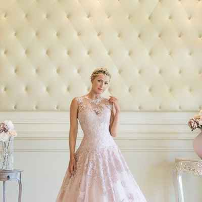 Ivory lace wedding dresses
