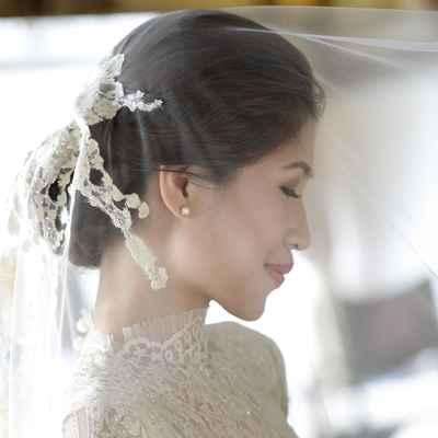 White wedding accessories