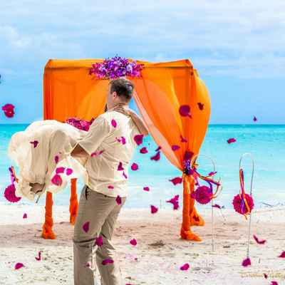 Overseas orange wedding ceremony decor