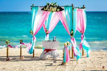 Overseas blue wedding ceremony decor