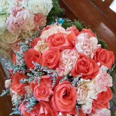 Orange wedding floral decor