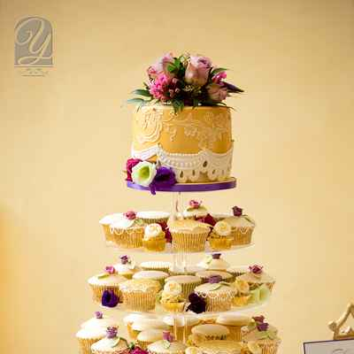Gold wedding cupcakes