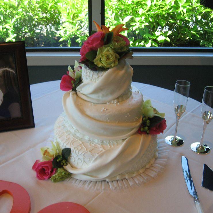 Uniquely Cakes Drape