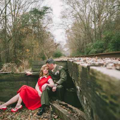 Themed autumn red wedding photo session ideas