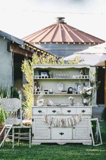 Outdoor wedding photo session decor