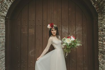 Outdoor ivory closed wedding dresses