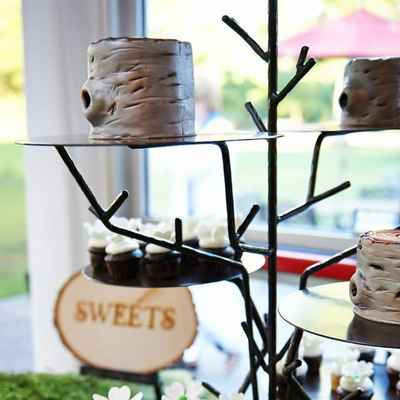 Outdoor ivory wedding cupcakes
