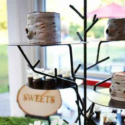 Outdoor ivory wedding cupcakes