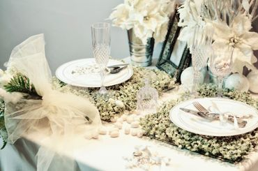 Overseas white wedding reception decor
