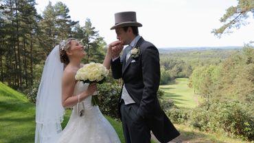 Outdoor white wedding photo session ideas