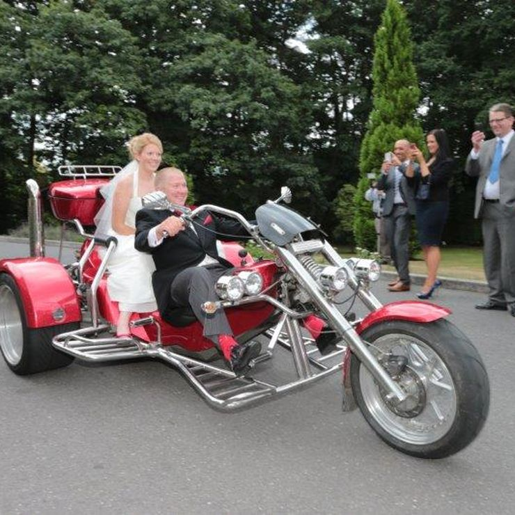 Good fun wedding photography by Philip Chambers www.philsweddingphotography.co.uk