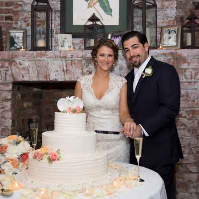 Overseas white wedding cakes
