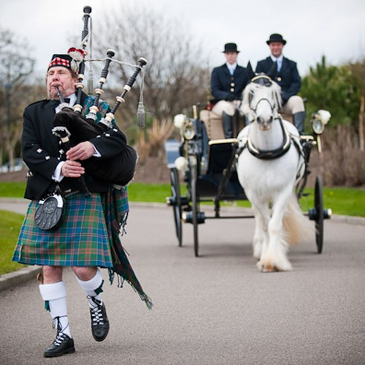 A Solo Highland Piper for your special day.