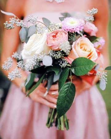 Ivory rose wedding bouquet