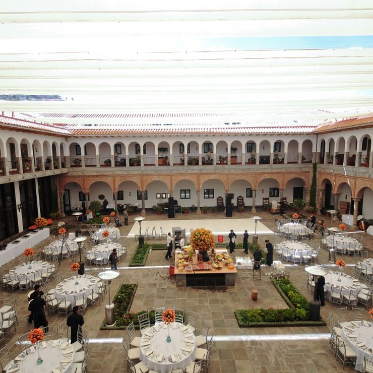 Weddings at the Colonial Courtyard