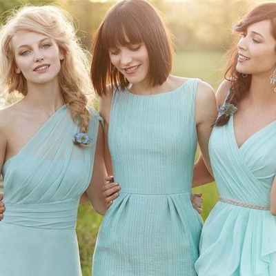 Outdoor green bridesmaids