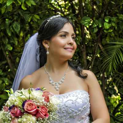 Outdoor ivory rose wedding bouquet