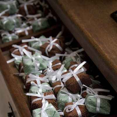 Brown wedding favours