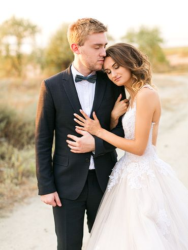 Black outdoor wedding photo session ideas