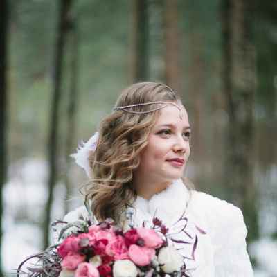 Winter outdoor bridal hair and make-up