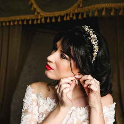Red bridal hair and make-up