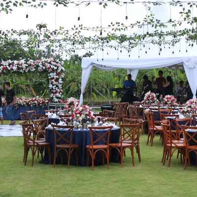Blue outdoor wedding reception decor