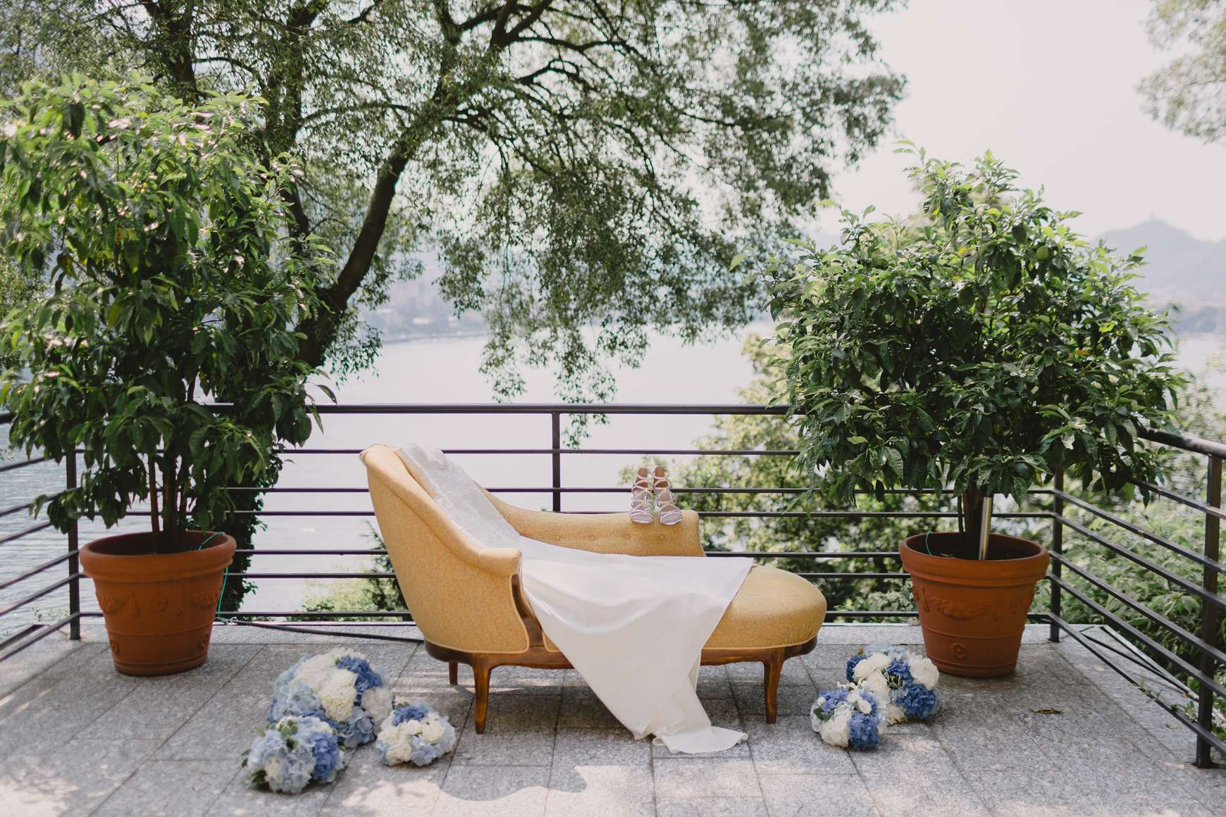 White outdoor wedding photo session decor
