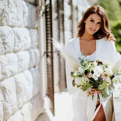 White outdoor rose wedding bouquet